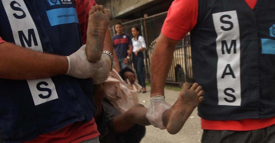 12.set.2012 - A Secretaria Municipal de Assistência Social e as polícias Militar e Civil, realizaram na manhã desta quarta-feira (12) uma operação de combate ao crack em Jacarezinho, zona norte do Rio de Janeiro
