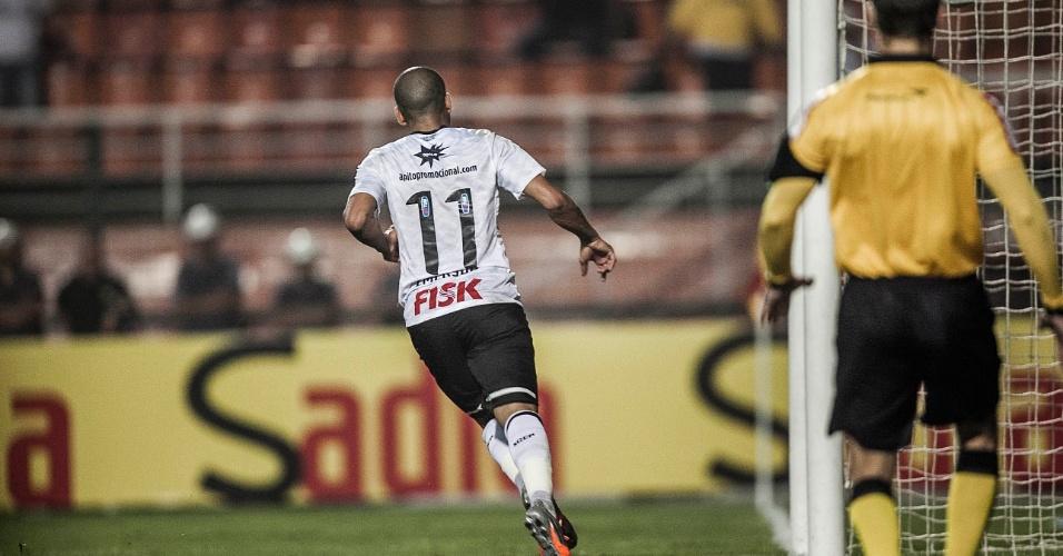 Emerson Sheik comemora após marcar o gol de empate do Corinthians no duelo contra a Ponte Preta