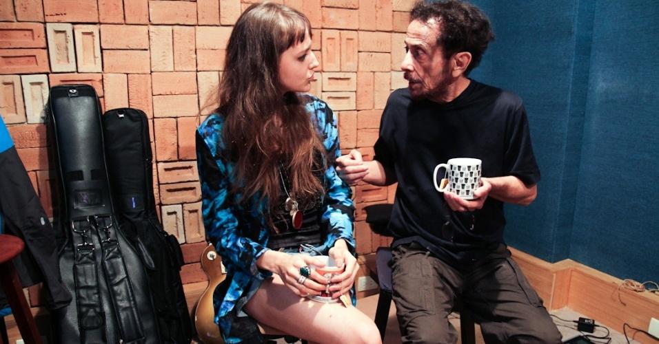 Mallu Magalhães e Tom Zé nas gravações do álbum