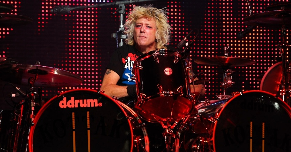 O baterista James Kottak se apresenta durante show da banda alemã Scorpions em Belo Horizonte (11/9/12)