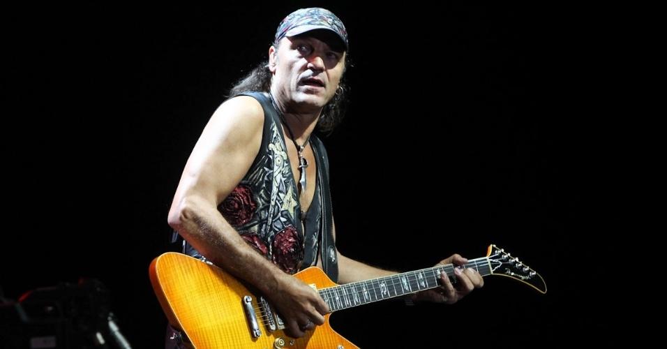 """O guitarrista Matthias Jabs toca durante show da turnê """"Final Sting Tour 2012"""" em Belo Horizonte (11/9/12)"""