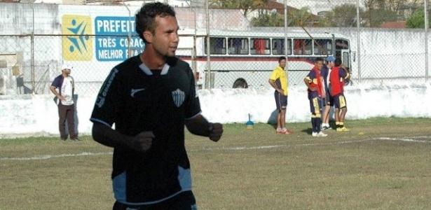 Rainer é fotografado em ação pela Esportiva de Guaxupé; jogador sofreu uma parada cardíaca e morreu no dia 11/09/2012