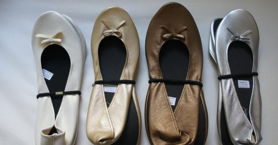 Opções de sapatilhas dobráveis da Whishes & Co. (www.wishesandco.wordpress.com), a partir de R$ 14,50 (para pedidos de 251 pares). Disponibilidade e preço sujeitos a alterações. Pesquisa realizada em setembro de 2012