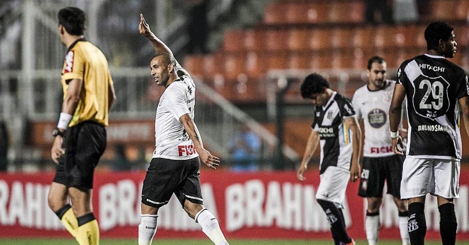 Sheik comemora e acena para a torcida após marcar o gol de empate do Corinthians contra a Ponte