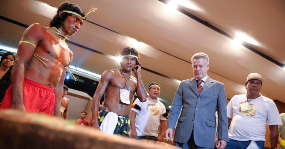 """13.set.2012 - O senador  Rodrigo Rollemberg (PSB-DF) participa do """"Grito do Cerrado"""". A manifestação em defesa do bioma foi realizada por grupos indígenas no Congresso Nacional, em Brasília, nesta quinta-feira"""