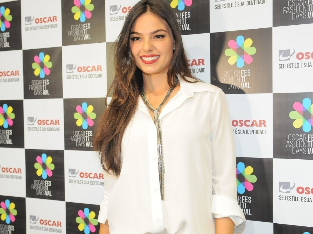 A atriz Isis Valverde prestigiou o Oscar Fashion Days em So Jos dos Campos, So Paulo (13/9/12)
