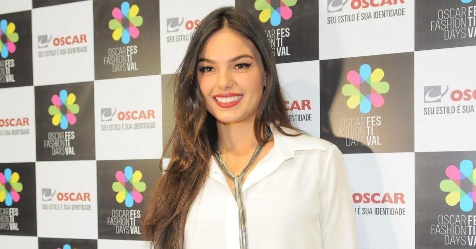 A atriz Isis Valverde prestigiou o Oscar Fashion Days em São José dos Campos, São Paulo (13/9/12)
