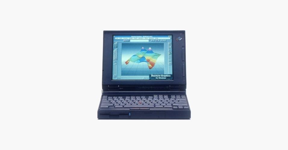 A linha de notebooks Thinkpad foi lançada pela IBM em 1992 e tem o nome inspirado na palavra ''Think'' (pensar, em inglês), que foi o primeiro slogan da empresa, criado por Thomas J. Watson. O modelo acima custava US$ 4.350 e vinha com processador de 25 Mhz, 4 MB de memória RAM, tela de 10 polegadas e drive de disquete, além de rodar Windows 3.1. Em 2005, a Lenovo comprou a divisão da IBM e passou a produzir os Thinkpads. Na internet, há um grande comércio de peças de Thinkpads; um teclado pode custar até US$ 80. Um dos modelos mais antigos, o 380D, é vendido no eBay por US$ 499,99 (cerca de R$ 1.009)