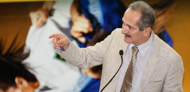 """Aldo Rebelo, ministro do Esporte, quer evitar """"elefantes brancos"""" da Copa"""
