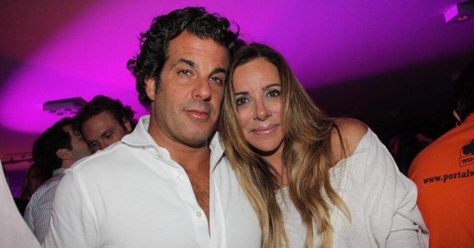 Álvaro Garnero e Cristiana Arcangeli curtem o show no Wood's Bar (12/9/12)