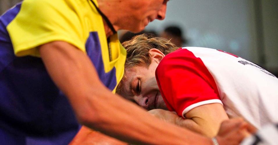 Atletas competem no 34º Mundial de Luta de Braço, em São Vicente