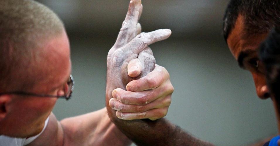 Atletas competem no 34º Mundial de Luta de Braço em São Vicente