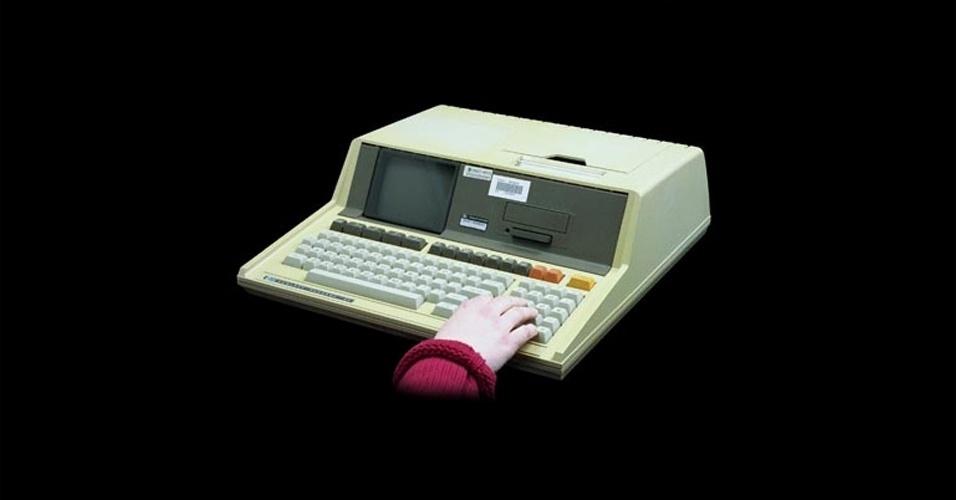 Em 1980, a HP lança finalmente o seu primeiro ''computador pessoal'', agora sem traumas no nome, o HP-85. Ele reunia monitor, teclado, unidade de processamento, impressora térmica e um driver em um único gabinete. Tinha processador de 0,6 Mhz e memória RAM de 8kB. Na época, era vendido por US$ 3.250, segundo o site Old Computers. Em sites de leilão, é possível encontrar o antigo computador por US$ 995 (cerca de R$ 2.008)