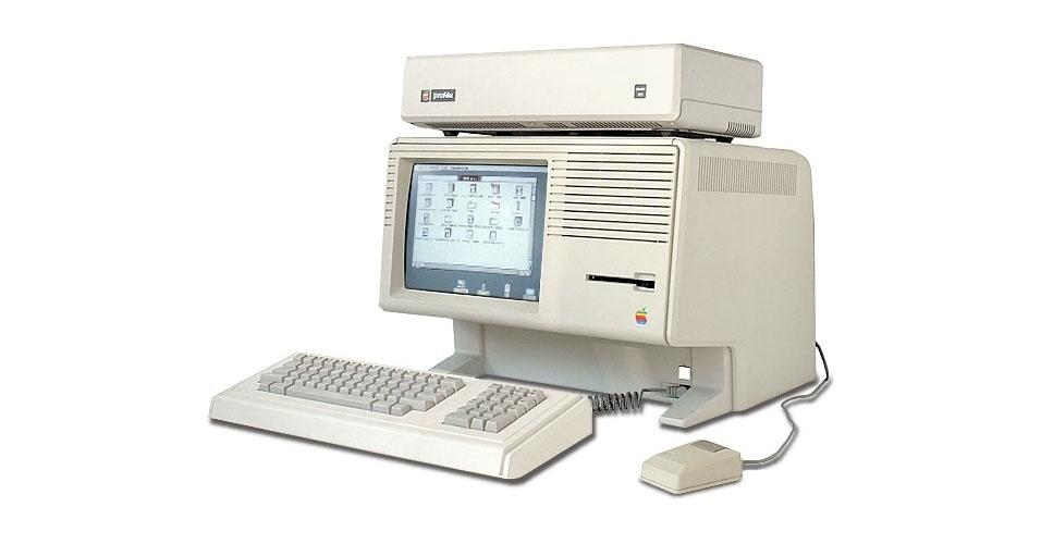 Lançado em 1983, o Apple Lisa foi o primeiro computador a integrar uma interface gráfica ao uso do mouse (até então, os usuários dependiam do teclado para comandar via texto o dispositivo). Mas o seu preço ''salgado'' de US$ 9.995 fez o Apple Lisa fracassar nas vendas. Ele usava um processador de 5Mhz e tinha dois drivers de disquete. No eBay, é possível encontrar um exemplar por US$ 2.999,99 (cerca de R$ 6.057)