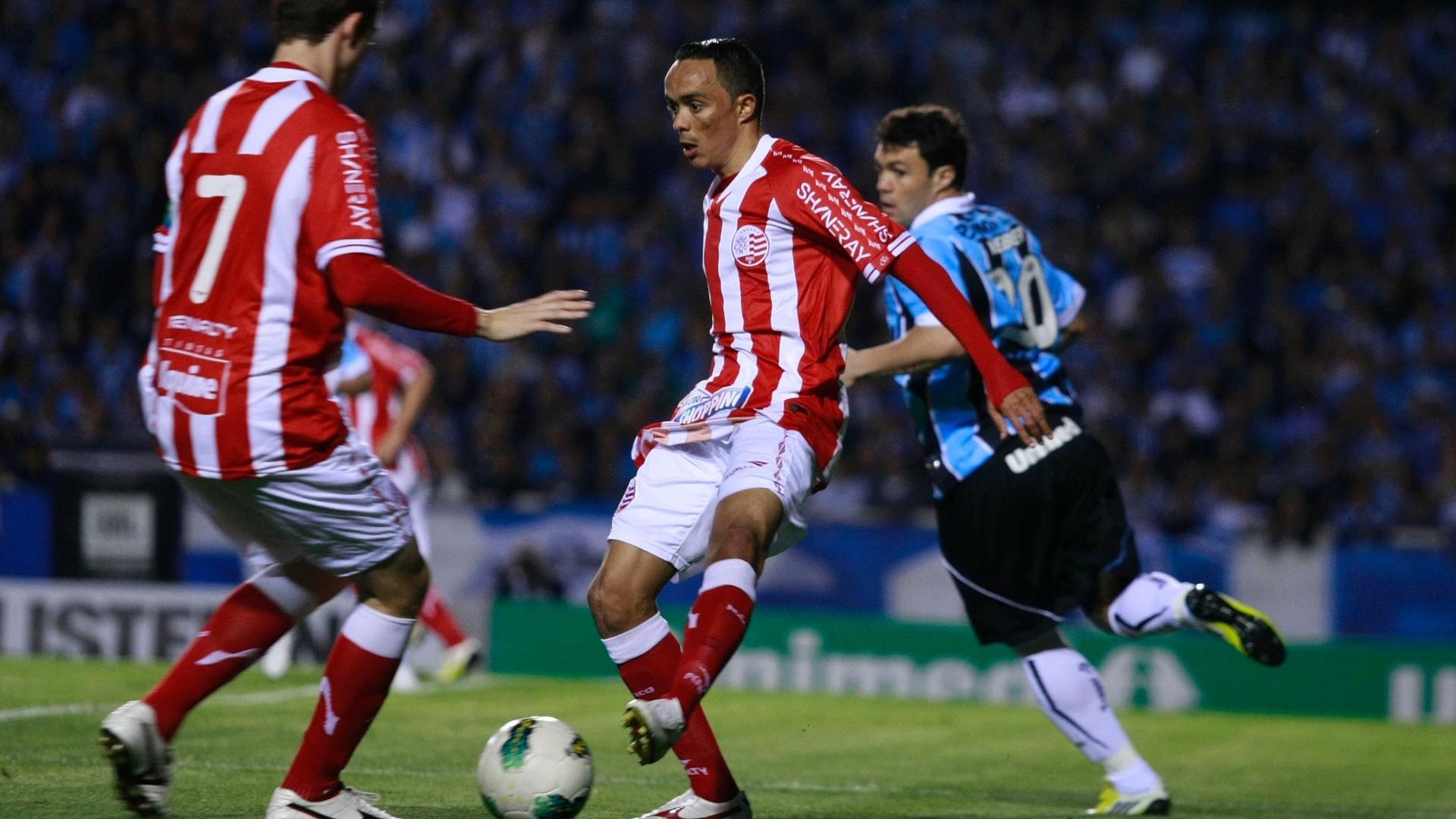 Lateral Lúcio do Náutico na partida contra o Grêmio no estádio Olímpico pelo Brasileiro (13/09/2012)