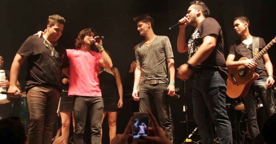 Munhoz e Mariano fazem participação especial em show da dupla Zé Ricardo e Thiago (12/9/12)