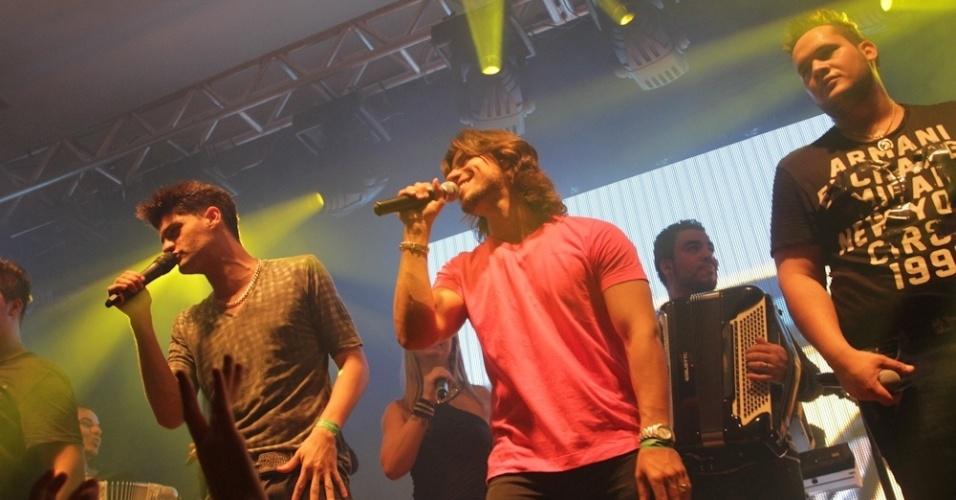 Munhoz e Mariano se apresentam com Zé Ricardo e Thiago no Wood's Bar (12/9/12)
