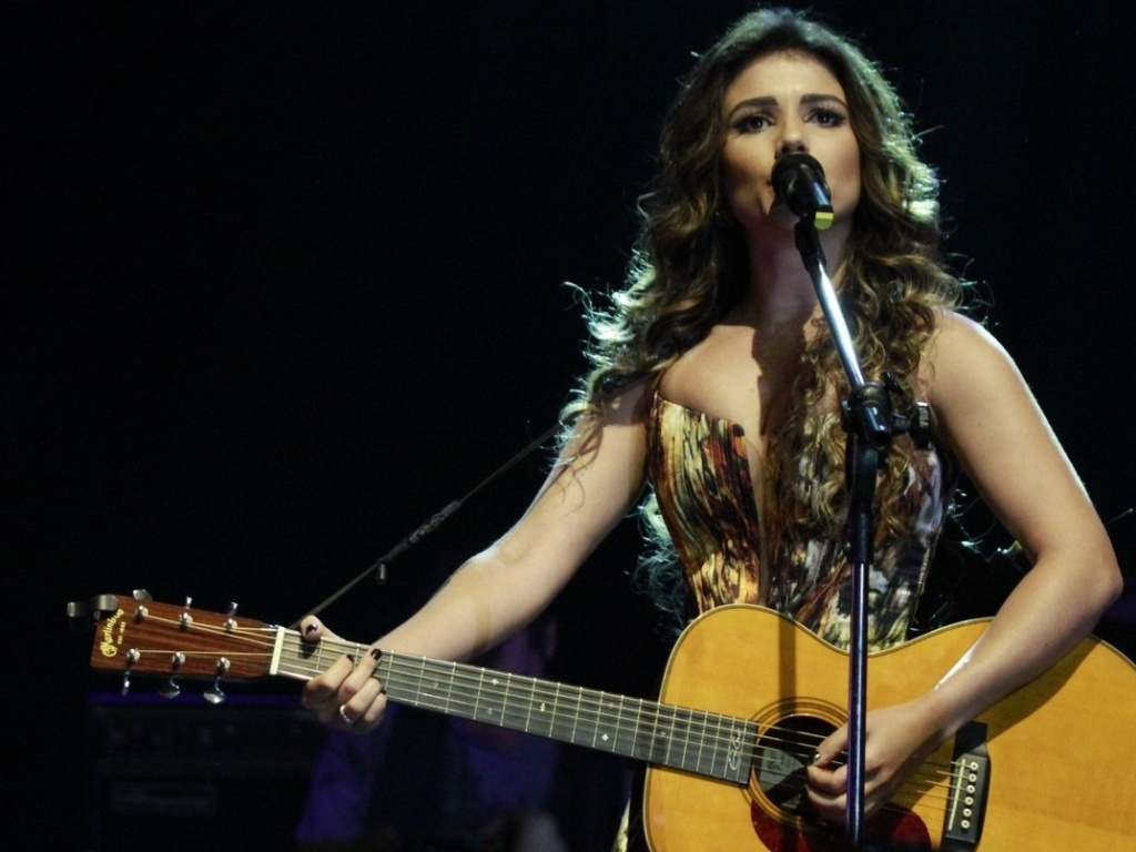 Paula Fernandes no show com Taylor Swift no Citibank Hall no Rio de Janeiro (13/9/12)