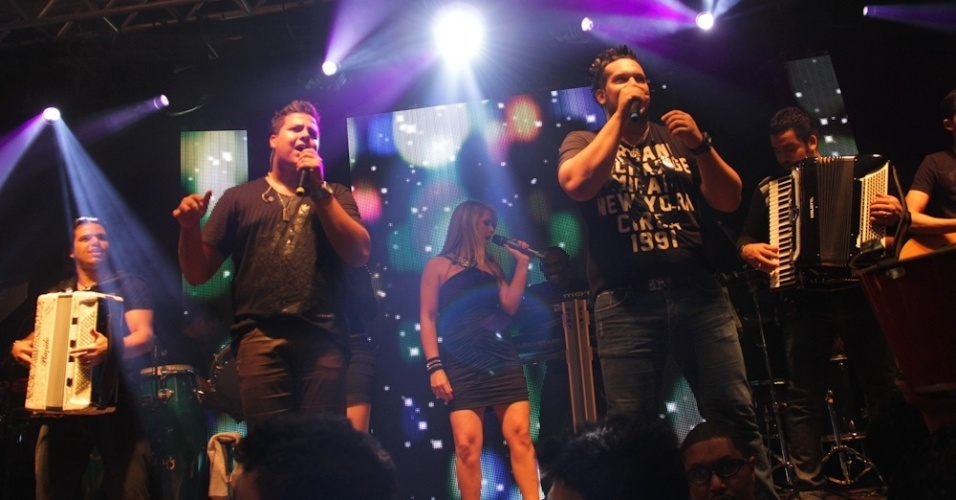 Zé Ricardo e Thiago se apresentam no Wood's Bar, em SP (12/9/12)