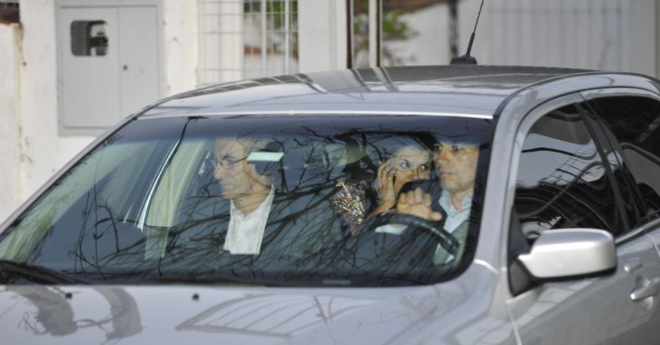 14.set.2012 - A presidente Dilma Rousseff desembarcou em Porto Alegre. A presidente, que passará o fim de semana no Rio Grande do Sul, fez uma visita ao ex-marido, Carlos Araújo