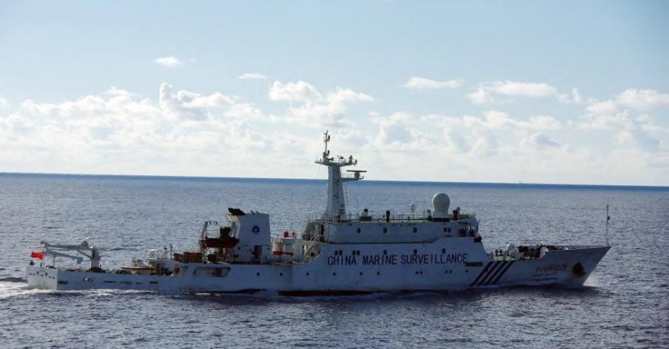 14.set.2012 - Fotografia tirada pela guarda costeira do Japão mostra navio da marinha chinesa nas proximidades de ilhas do arquipélago Senkaku, que foram compradas pelo Japão esta semana e que são alvo de disputa entre os dois países