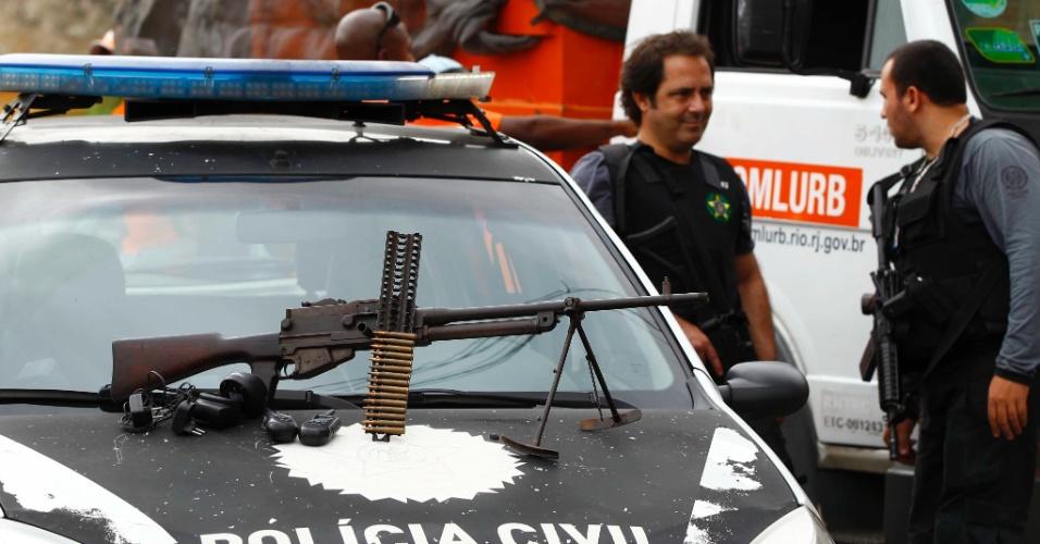 14.set.2012 - Policiais apreenderam na manhã desta sexta-feira (14), no morro do Chapadão, zona norte do Rio de Janeiro, uma metralhadora antiaérea (foto) capaz de derrubar um helicóptero. Cerca de 350 policiais (256 da Polícia Militar e 100 da Polícia Civil) participaram da operação