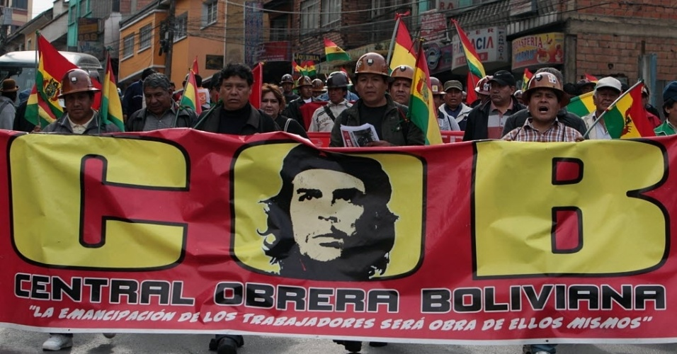 14.set.2012 - Trabalhadores de vários sindicatos ligados à mineração fazem manifestações em La  Paz, na Bolívia, em defesa da nacionalização de uma mina. Os protestos também ocorreram em El Alto, nesta sexta-feira