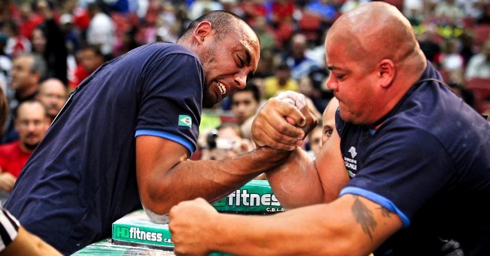 Brasileiros duelam durante 34º Mundial de Luta de Braço