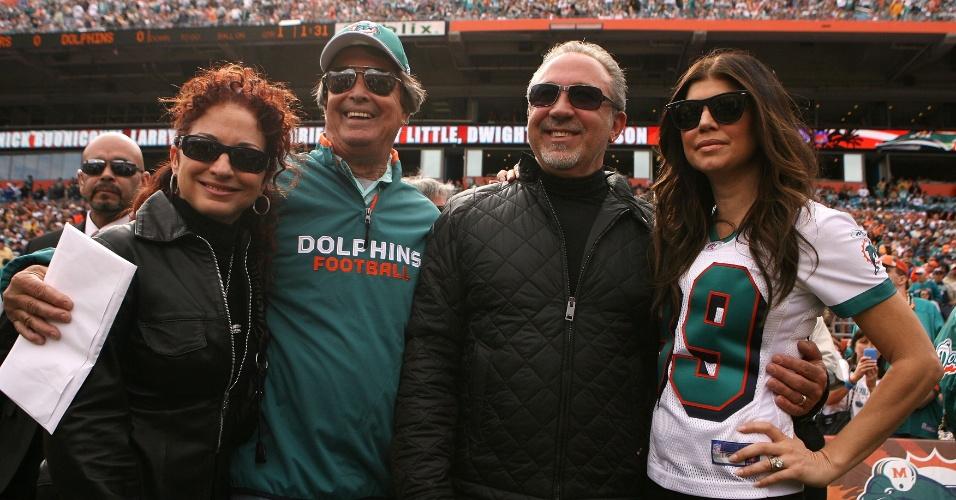 Cantoras Gloria Estefan (e) e Fergie (d) são acionistas do Miami Dolphins, time de futebol americano