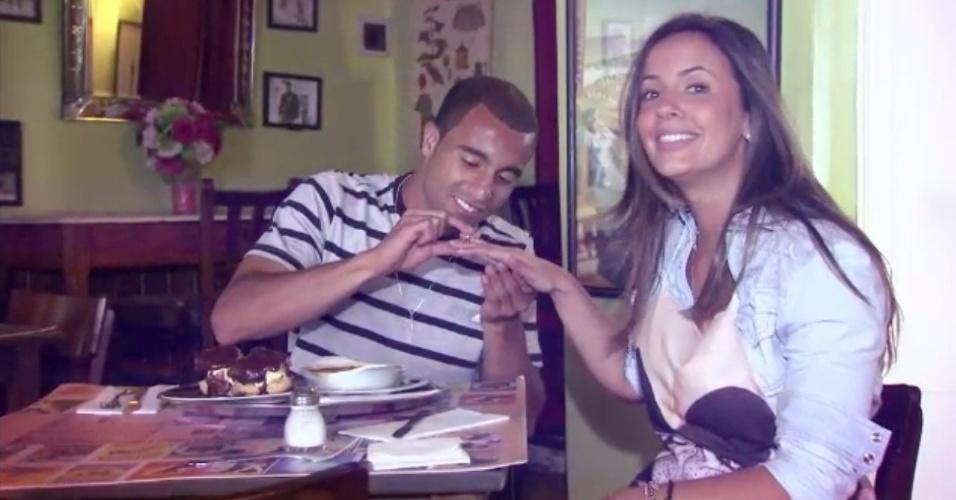 Lucas troca alianças com Paloma Tocci no