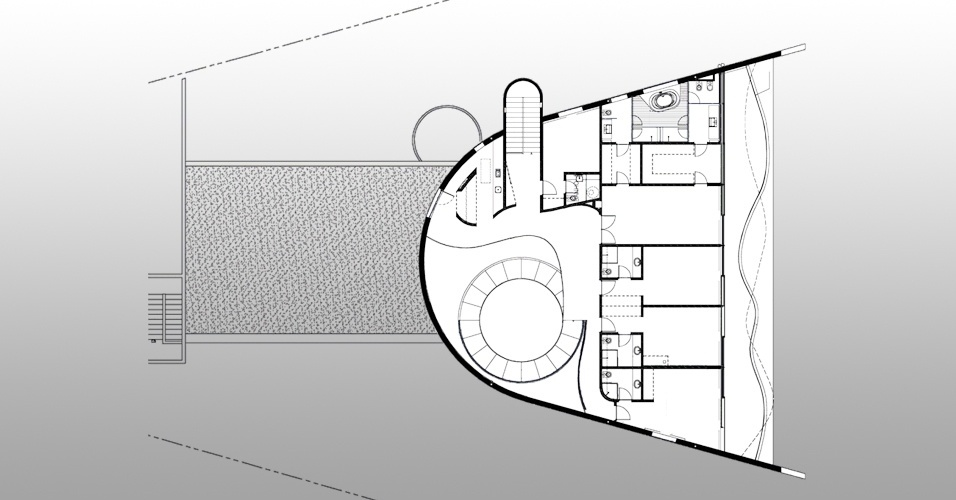O pavimento superior da Casa Valinhos, com desenho de Ruy Ohtake, abriga quatro suítes, a principal com 70 m²