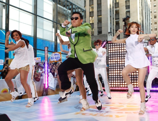 "Psy faz show no programa ""Today"", da NBC, e canta o hit ""Gangnam Style"""