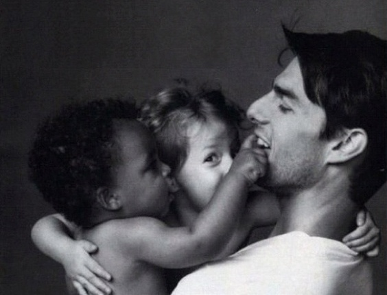 Tom Cruise e os filhos Connor e Isabella ainda beb&#234;s em foto publicada pelo menino em seu Instagram (14/9/12)
