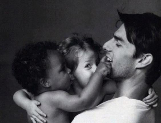 Tom Cruise e os filhos Connor e Isabella ainda bebês em foto publicada pelo menino em seu Instagram (14/9/12)