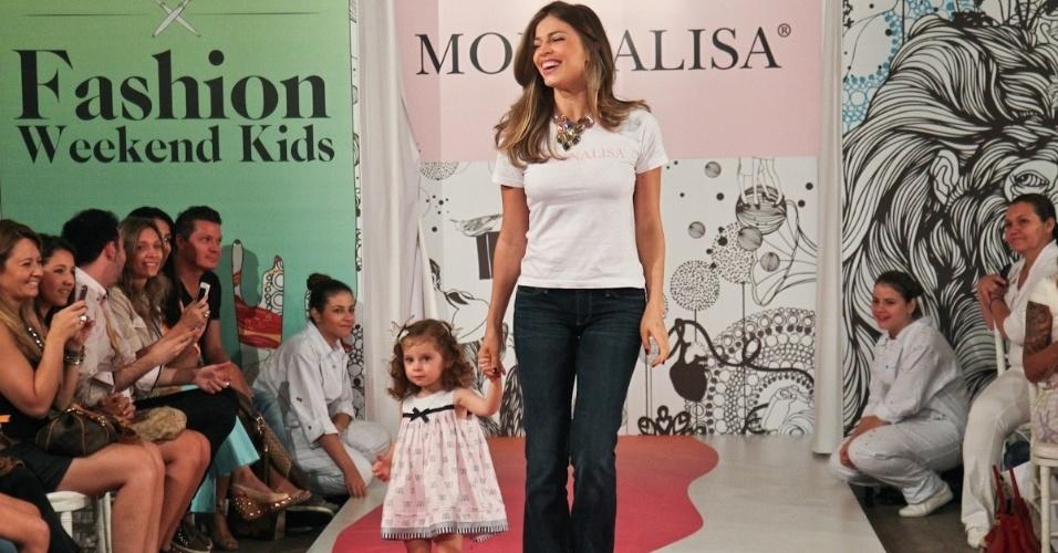Grazi Massafera desfila para grife infantil na Fashion Weekend Kids, em São Paulo (15/9/12)