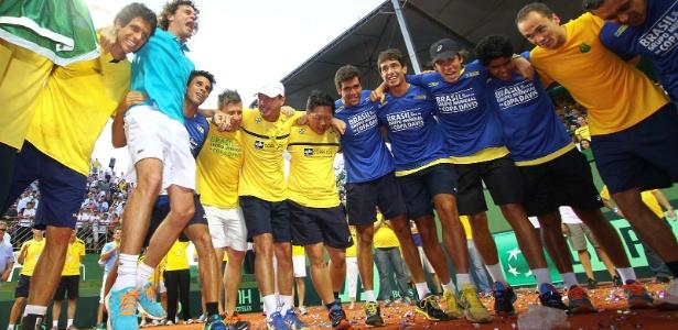 Guga puxa grito de guerra na comemoração da vitória do Brasil sobre a Rússia
