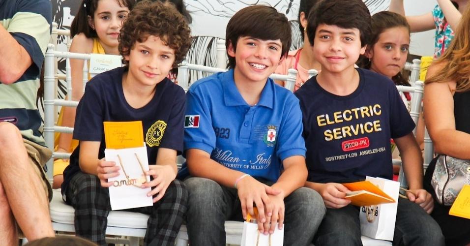 Os atores mirins da novela Carrossel assistem os desfiles da Fashion Weekend Kids, em São Paulo (15/9/12)