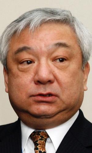 16.set.2012 - Em imagem de arquivo, tirada em 2008, mas divulgada neste domingo (16), o recém designado embaixador do Japão para a China, Shinichi Nishimiya, concede entrevista no Ministério do Exterior em Tóquio (Japão)
