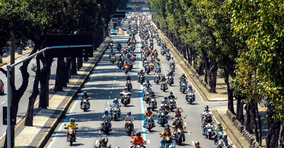 16.set.2012 - Participantes da 2ª edição do festival de motocicletas Rio Harley Days passam pela avenida Presidente Vargas, centro do Rio de Janeiro. O evento já é famoso em países como Espanha, França, Alemanha e Croácia
