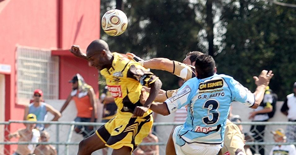 Ajax (de amarelo) perdeu por 1 a 0 para a Turma do Baffô, mas ambos se classificaram para as quartas com 4 pontos