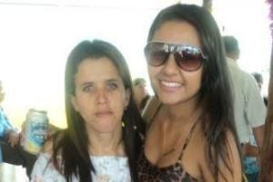 Luciana, irmã do sertanejo Gusttavo Lima, (à esq) e a amiga Ana Gabriela (2012)