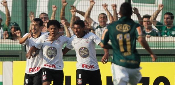 Corinthians fez campanha para empresa estampando sua marca no uniforme