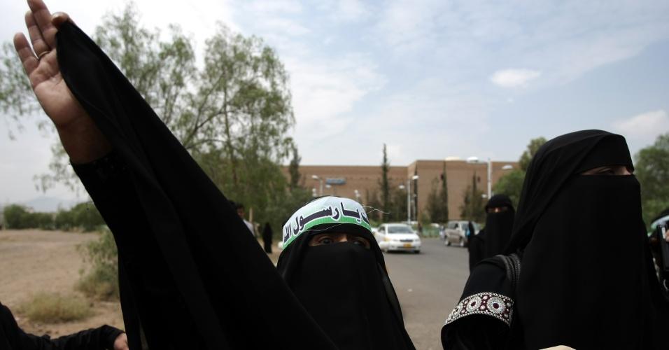 17.set.2012 - Mulher iemenita protesta nas ruas de Sanaa, capital do Iêmen, contra filme ofensivo ao Islã