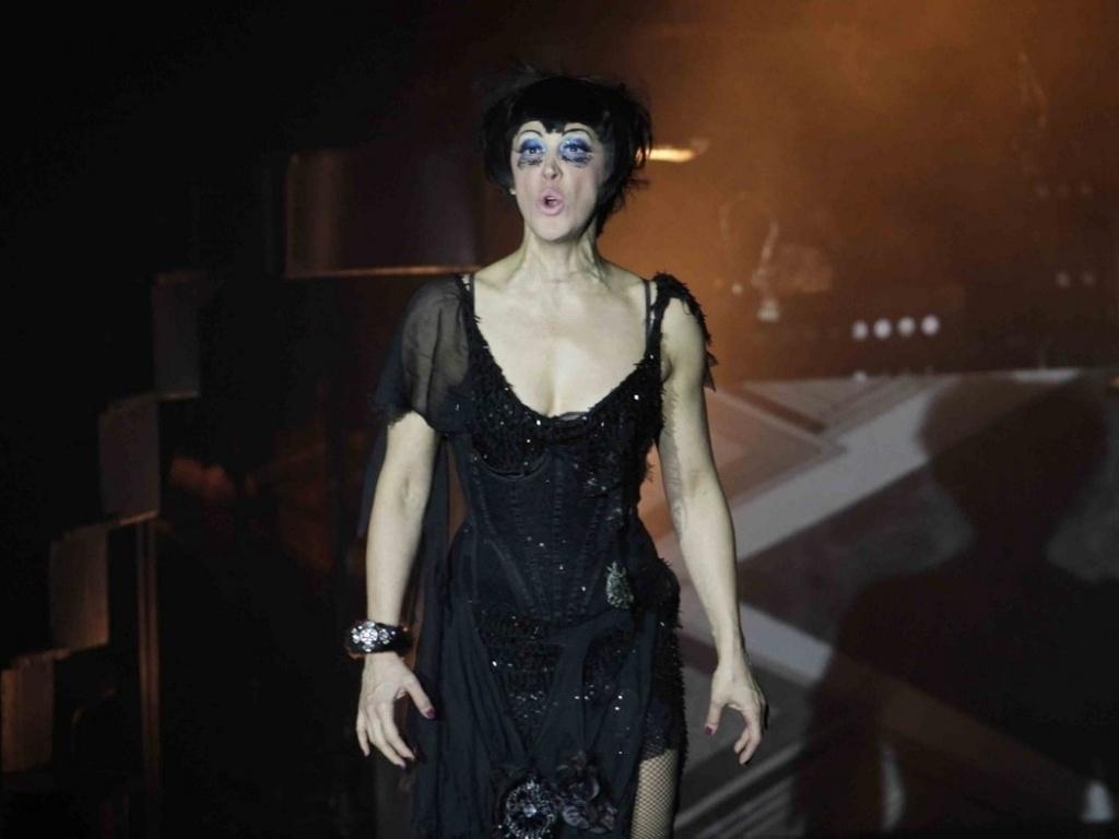 A atriz Claudia Raia comemora 200 apresentações do musical