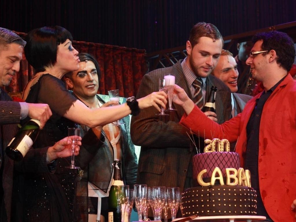 Claudia Raia comemora 200 apresentações do musical