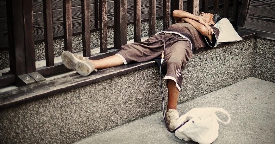 """""""Mas também há as questões do abuso do consumo de álcool, do excesso de trabalho, do afastamento da família e de comportamentos associados em outras culturas apenas pelos jovens"""", diz"""