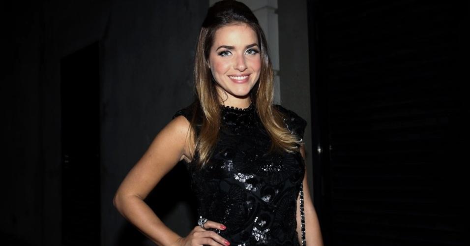 """Monique Alfradique participa de festa de encerramento do quadro """"Dança dos Famosos"""" em casa noturna de SP (16/9/12)"""