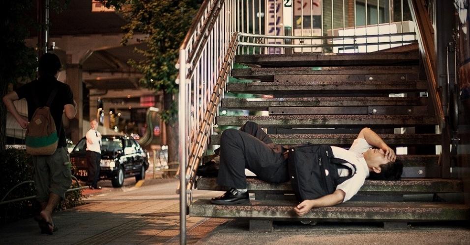 """""""Por um lado, é incrível que em uma cidade de 13 milhões de habitantes seja seguro o suficiente para as pessas dormirem nas ruas sem medo de serem roubadas ou de sofrerem outro tipo de violência"""", observa o fotógrafo"""