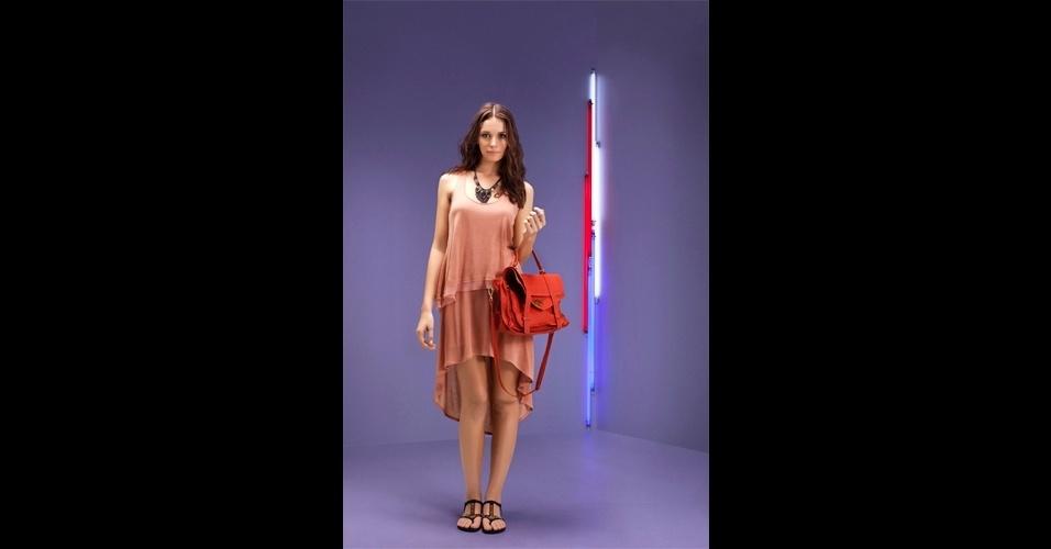 Saia mullet rosé; R$ 199, na Espaço Fashion (www.espacofashion.net.br). Preço pesquisado em setembro de 2012 e sujeito a alterações