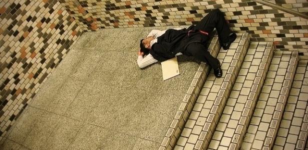 Storey começou a fotografar os dorminhocos pelas ruas de Tóquio em 2006